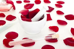 rozenblaadjes met vijzel foto
