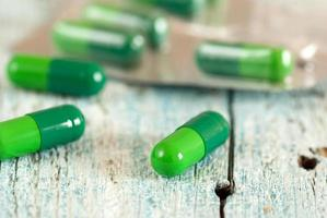 groene medische capsules foto