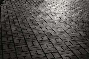 bakstenen vloer patroon met zonlicht foto