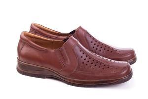 man schoenen die op wit worden geïsoleerd foto