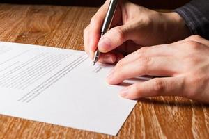 zakenman ondertekening contract foto