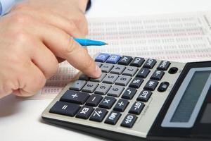 de zakenman en rekenmachine foto