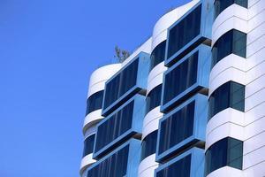 moderne zakelijke teken en gebouw foto