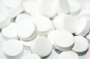 kleurrijke tabletten met capsules foto