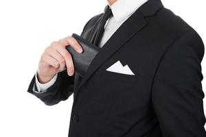 zakenman portemonnee in zijn zak zetten foto