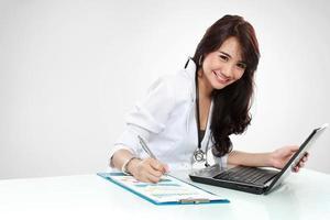 vriendelijke jonge dokter foto