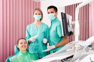 patiënt in het kantoor van de tandarts foto