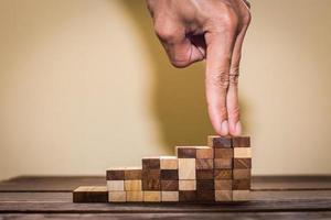 hand vergelijken zakelijke persoon intensivering naar succes foto