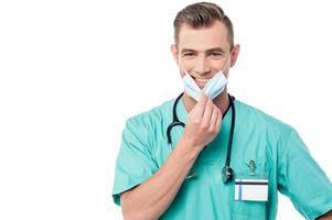 verpleger met chirurg masker foto