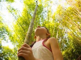 kind in de jungle foto