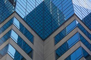 detail van de architectuur - reflecties op het hoofdkantoor foto