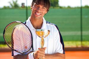 lachende tenniswinnaar