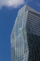 bedrijfsarchitectuur, detail van de wolkenkrabber. foto