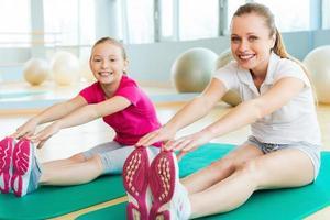 sportieve moeder en dochter. foto