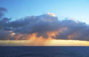 storm over de oceaan. foto