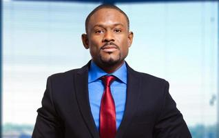 zelfverzekerde Afrikaanse zakenman foto