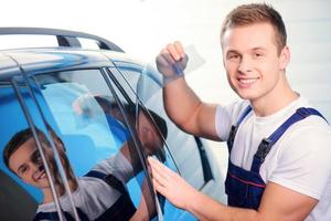 carwrapping specialist in het station foto