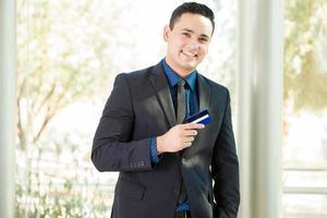 zakenman met een creditcard foto
