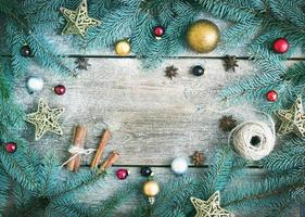kerst (nieuwjaar) decoratie achtergrond: bont-boomtakken, g foto
