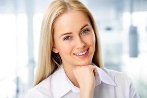 portret van jonge zakenvrouw foto