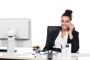 jonge kantoormedewerker telefoons foto