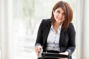 mooie zakenvrouw op het werk foto