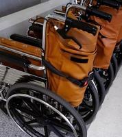 rolstoelen voor patiënt, in het ziekenhuis foto
