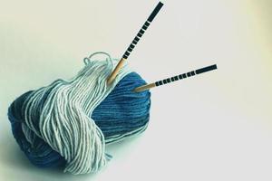 het concept van een hobby van breiwol foto