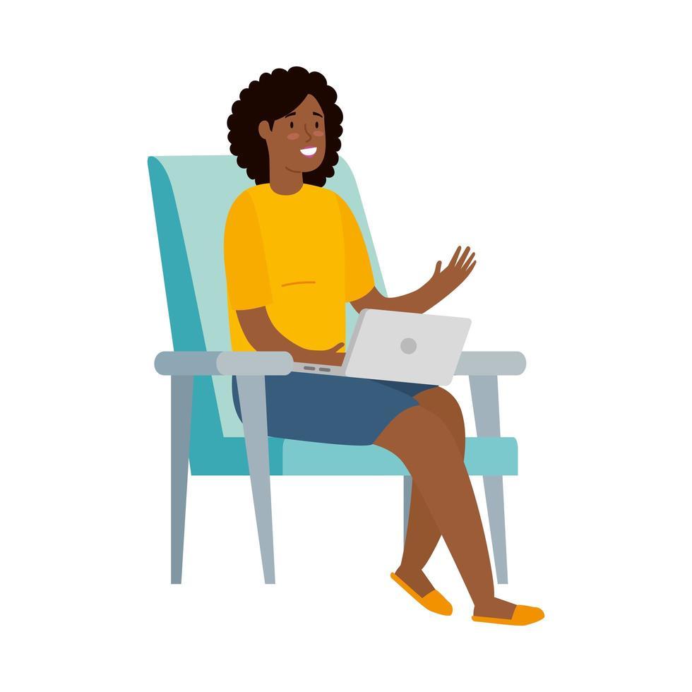 vrouw die met haar laptop op een stoel werkt vector