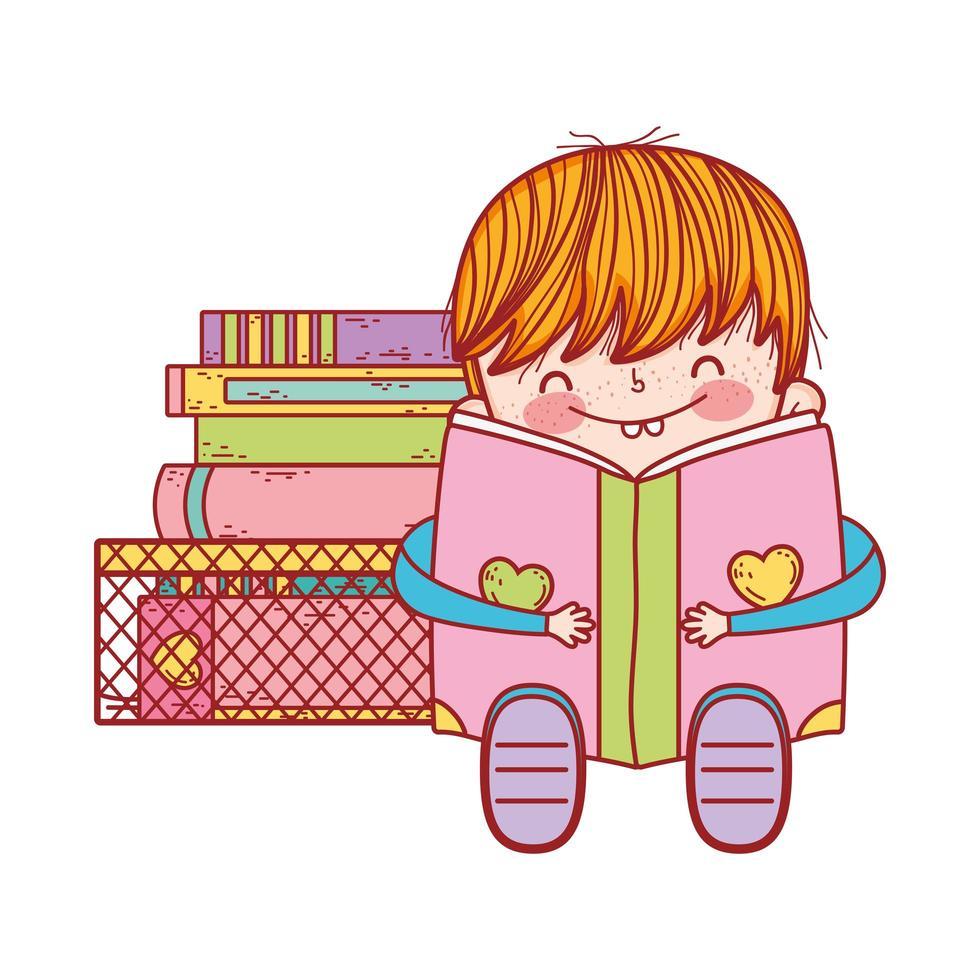 schattige kleine jongen zit met open boek en gestapelde boeken vector