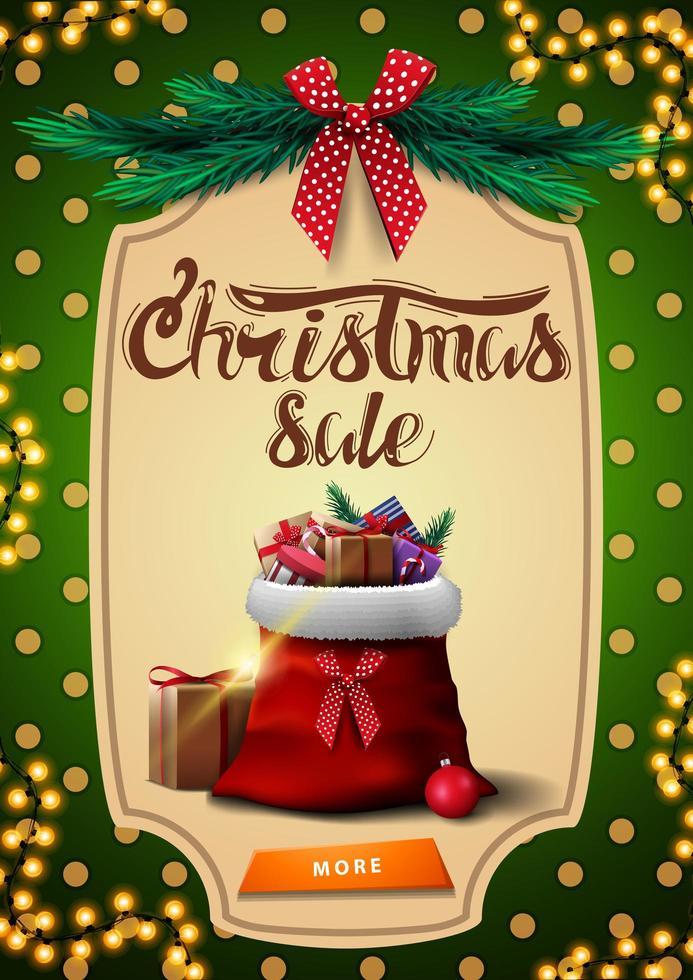 kerstuitverkoop, groene verticale kortingsbanner met knop, slinger, groene polka dot-textuur op achtergrond, vintage frame, kerstboomtakken, rode strik en kerstman tas met cadeautjes vector