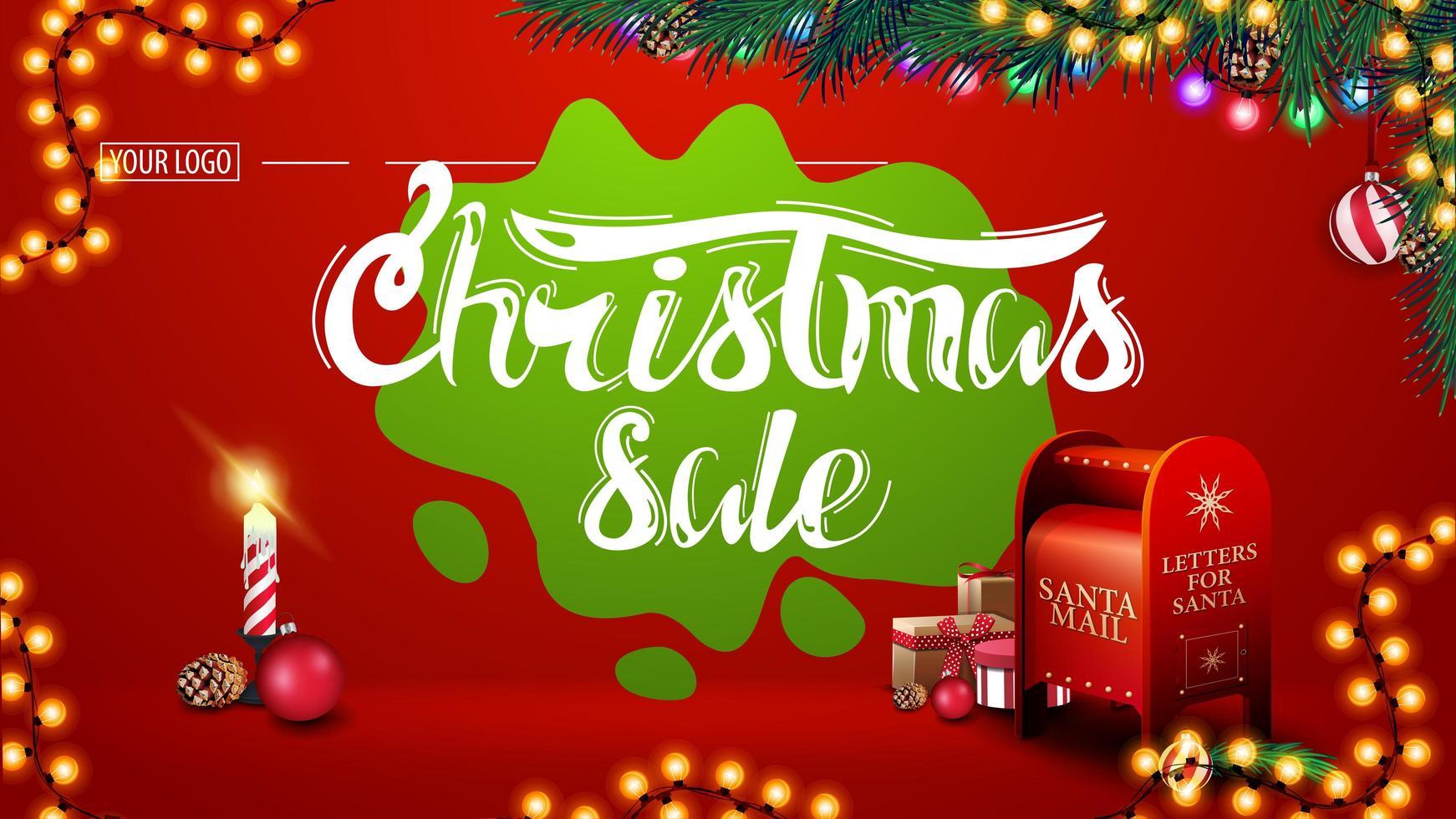 kerstuitverkoop, moderne rode kortingsbanner met prachtige letters, slingers, groene vlek, kerstboomtakken, kaars en kerstman brievenbus met cadeautjes vector