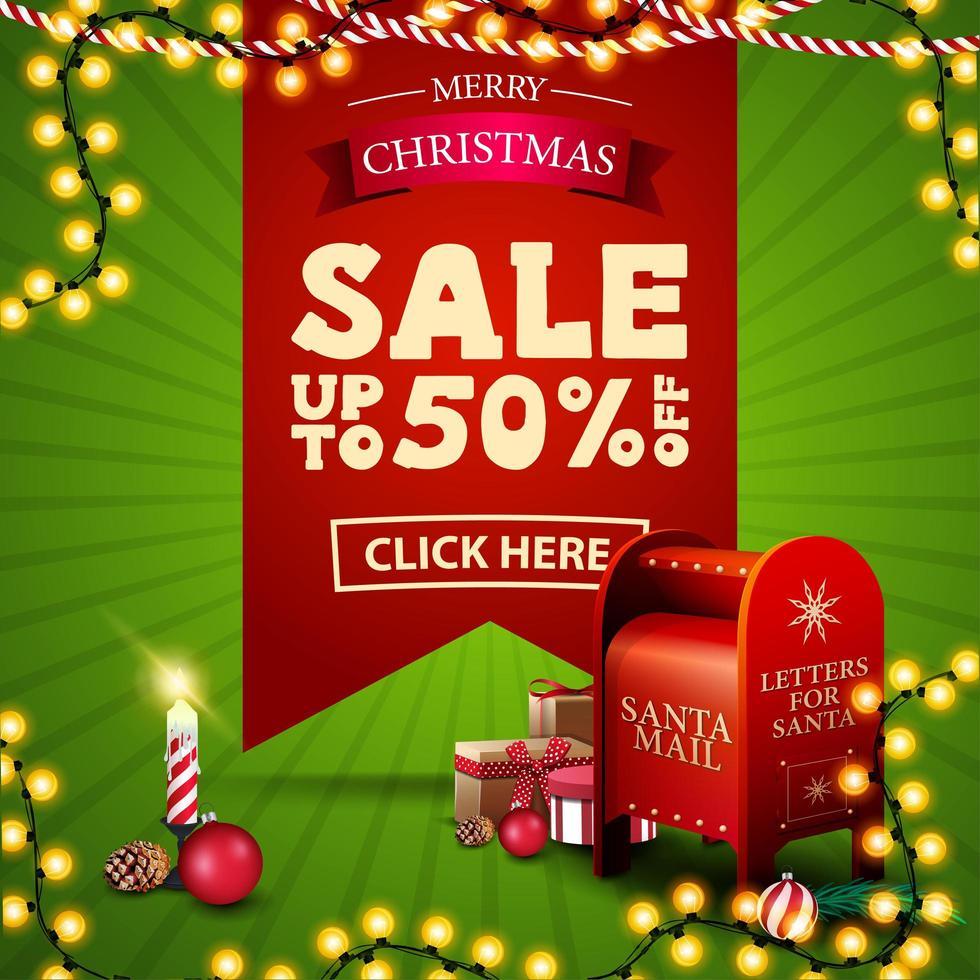 kerstuitverkoop, tot 50 korting, vierkante groene en rode kortingsbanner met groot rood lint met aanbieding, slingers, kaars en kerstman brievenbus met cadeautjes vector