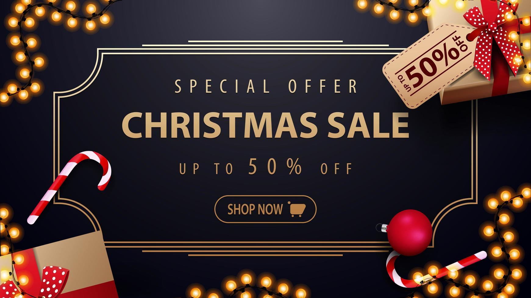 speciale aanbieding, kerstuitverkoop, tot 50 korting, donkerblauwe kortingsbanner met slinger, gouden vintage frame en cadeautjes, bovenaanzicht vector