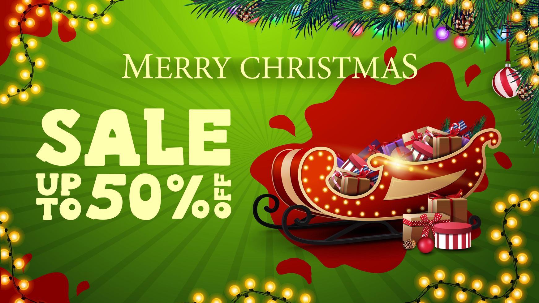kerstuitverkoop, tot 50 korting, moderne groene kortingsbanner met slingers, rode vlek, kerstboomtakken en santaslee met cadeautjes vector