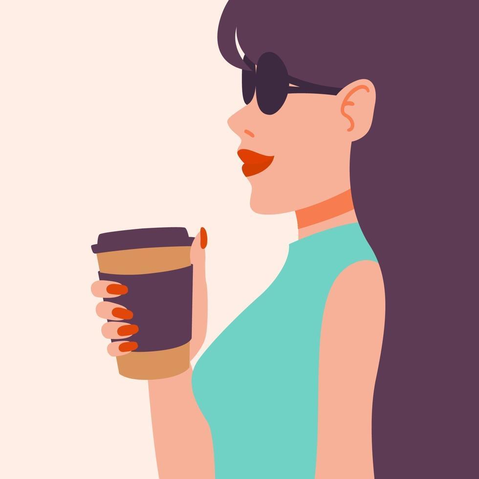 meisje koffie drinken. mooie jonge vrouw die van een drankje geniet. dame met lang donker haar in zonnebril, rode manicure, rode lippenstift, beker. vector illustratie. pop-art mode.