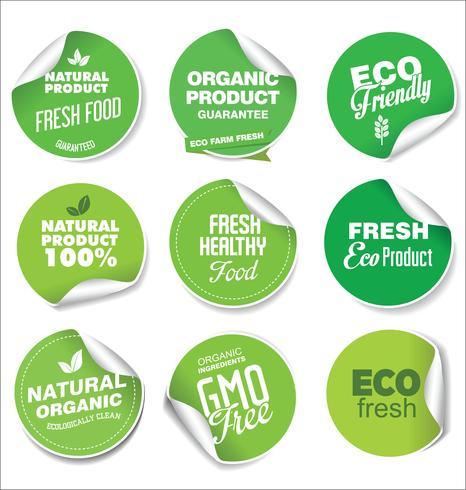 Verzameling van groene labels en badges voor biologische en natuurlijke producten vector