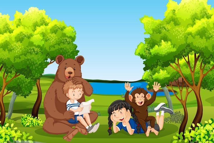 Kinderen met vriendelijke dieren in het bos vector