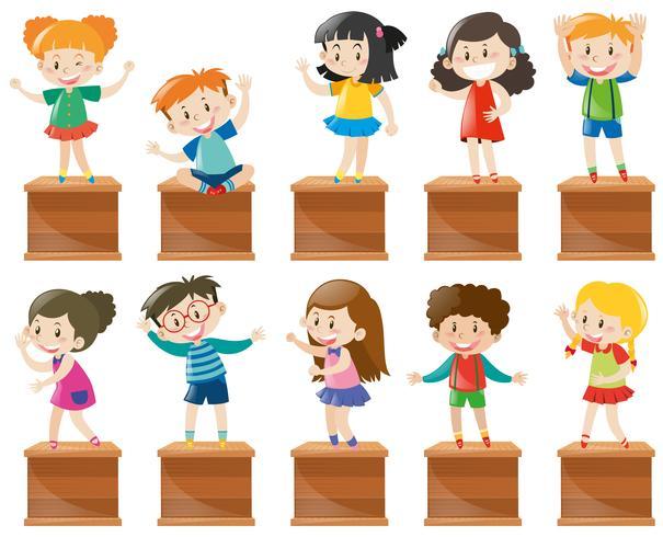 Veel kinderen staan en zitten op een kist vector