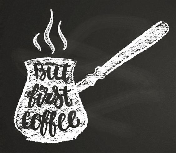Koffiepot krijt silhouet met letters Maar eerste koffie op blackboard. Vectorillustratie met hand getrokken koffiecitaat voor poster, t-shirtdruk, menuontwerp. vector