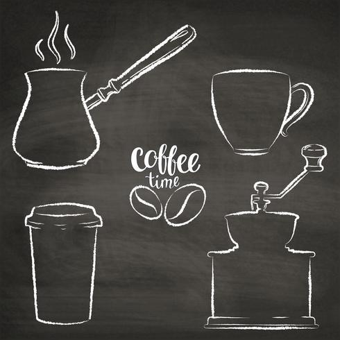 Set koffiekopje, grinder, pot grunge contouren. Vintage koffie objecten collectie op krijt bord. vector