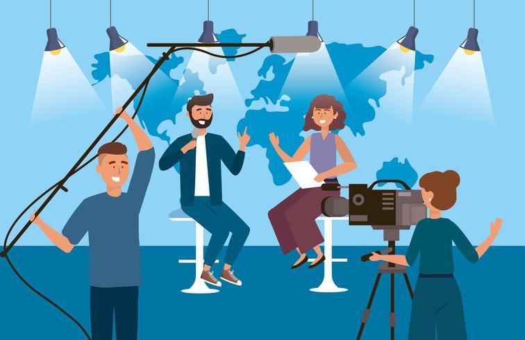 Vrouw en man verslaggever in de studio vector