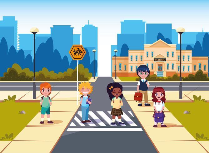 kleine studenten voorkant van schoolgebouw vector
