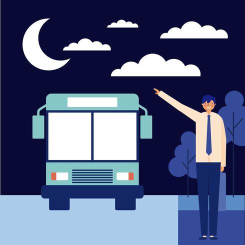 Mens die op bus bij nacht wacht vector