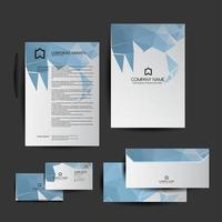 set van blauwe laag poly briefpapier elementen