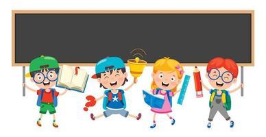 gelukkige schoolkinderen en schoolbord