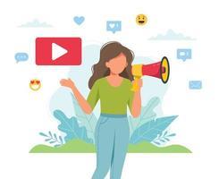 vrouwelijke videoblogger die aankondiging met megafoon maakt