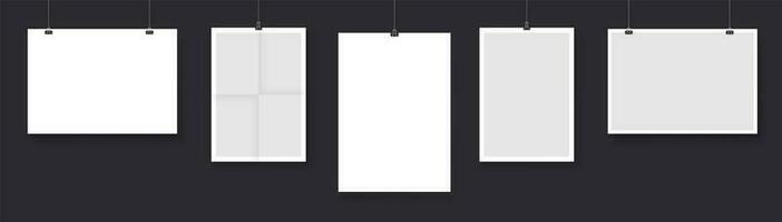 verzameling papieren kaarten die aan touwtjes hangen vector