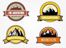 avontuurlijke bergbadges vector
