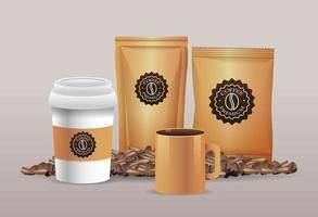 set beige koffie verpakkingsproducten met gronden vector